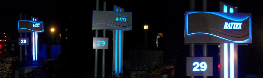 Pylon mit LED - Rattex in Solingen - Nacht